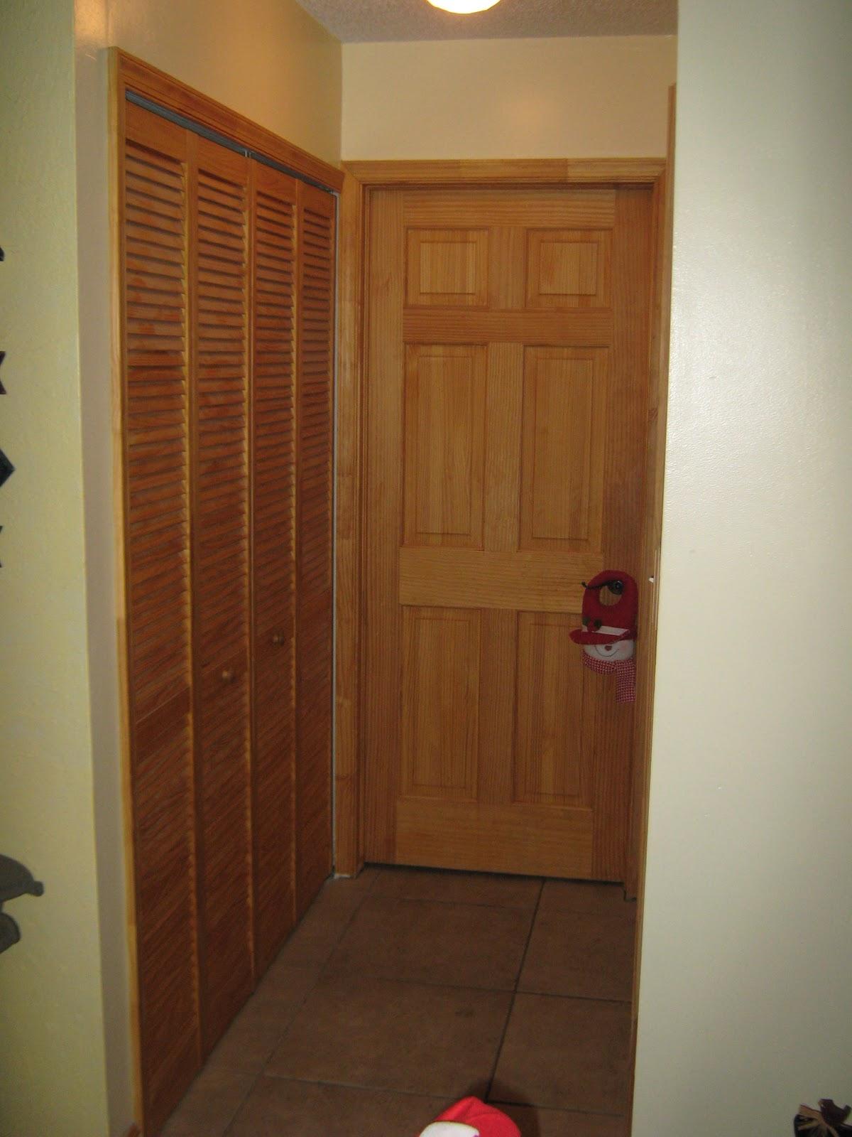 Fernandez cabinet closet de madera con puertas de for Puertas para closet de madera
