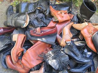 Női bakancsok - már csak munkaruhához hordható, nem utcai bakancsok