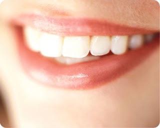 وصفات طبيعية لتبيض الاسنان