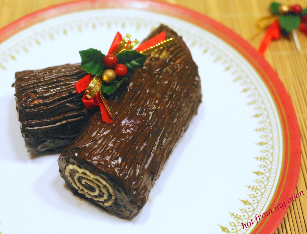 christmas yule log by hot from my oven foodblogs - Christmas Yule Log Cake