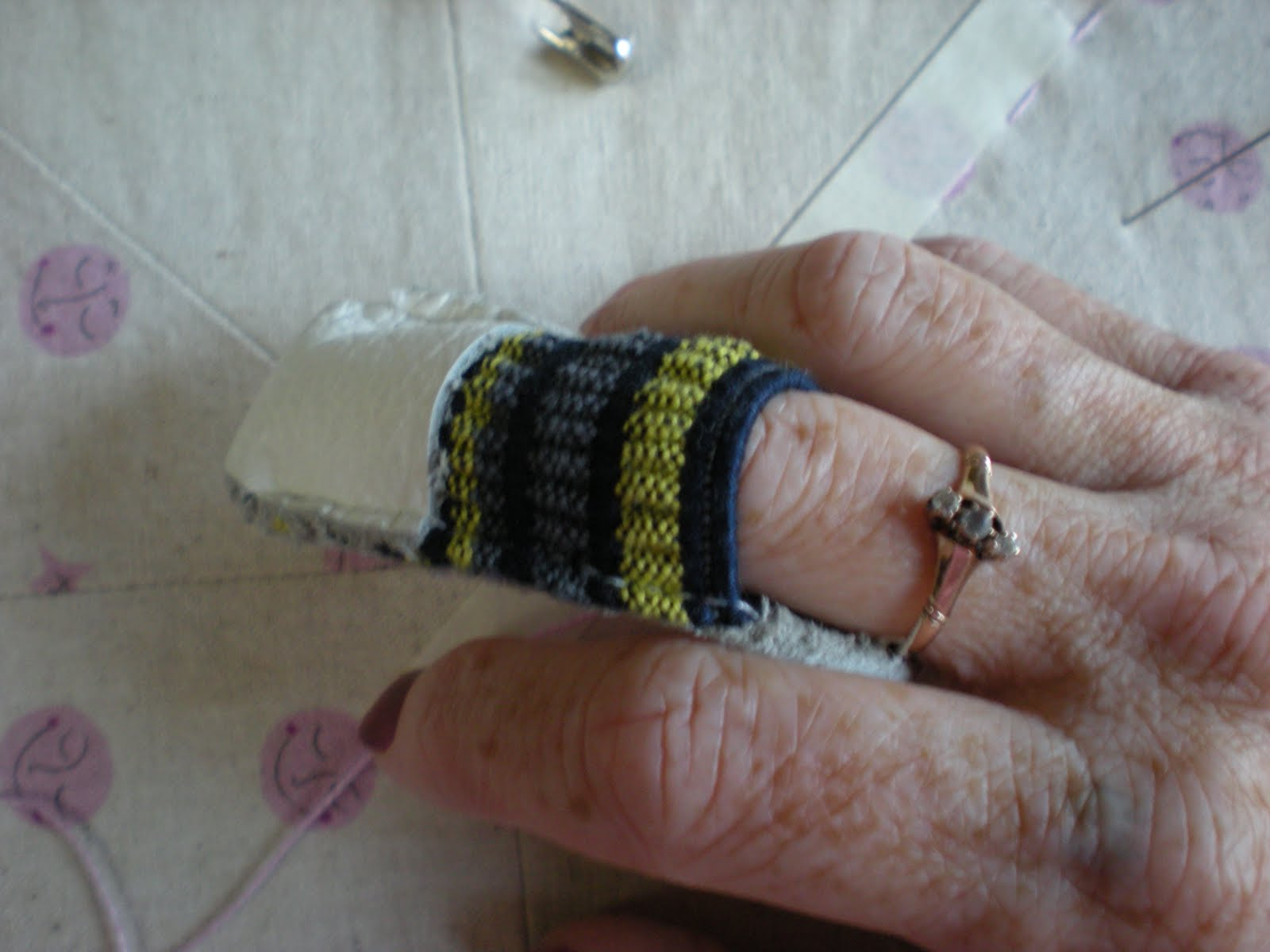 Molly Flanders: Hand Quilting....Pick Stitching....A Tutorial.... : hand quilting thimbles - Adamdwight.com