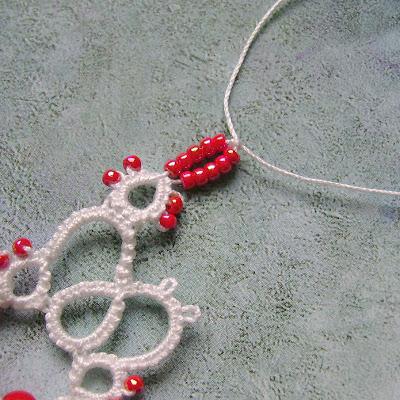 Yarnplayer S Tatting Blog Strung Beads Between Split Rings