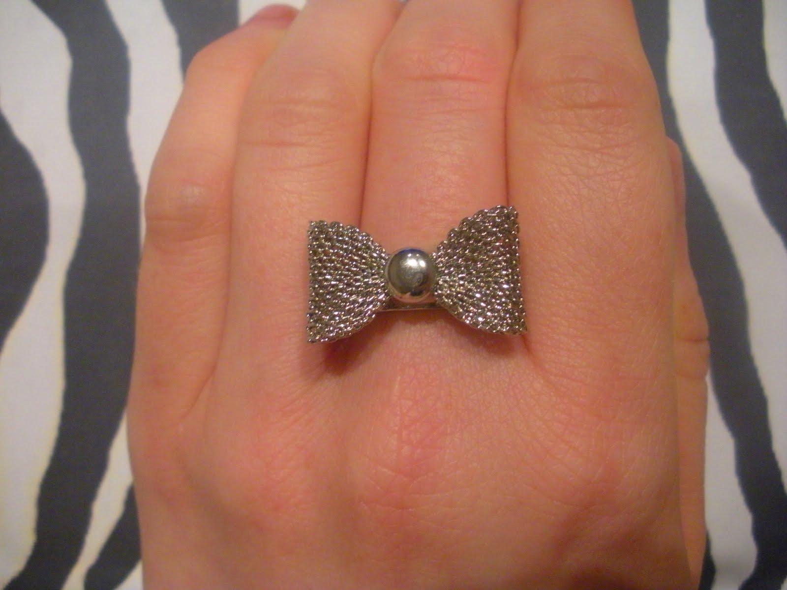 [justagirllu+blogspot+accessorize+sale+bow+mesh+ring+(2).JPG]