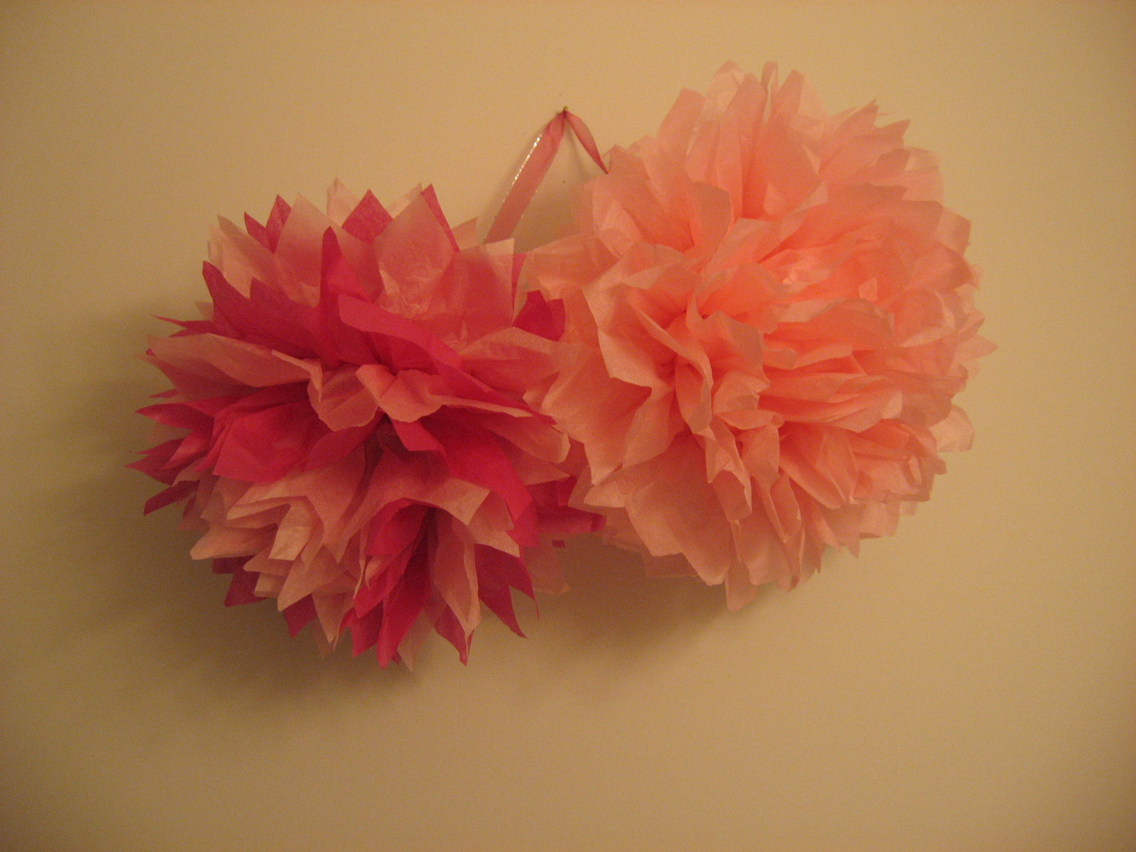 how many tissue paper pom poms Tissue paper crafts are a great way to practice scissor skils the kids can show their spirit by making these pom poms in their favorite team colors.