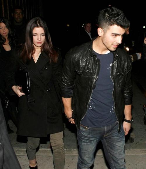 The Jonas Brothers Joe Jonas U0026 Ashley Greene Saliendo