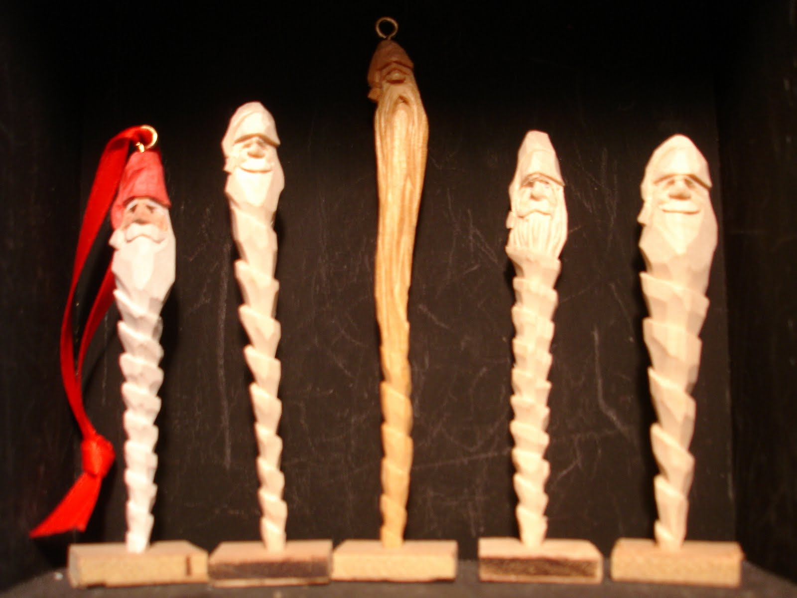 Easy Whittling Projects http://quiltingandcarving.blogspot.com/2010/12/simple-whittling-exercise.html