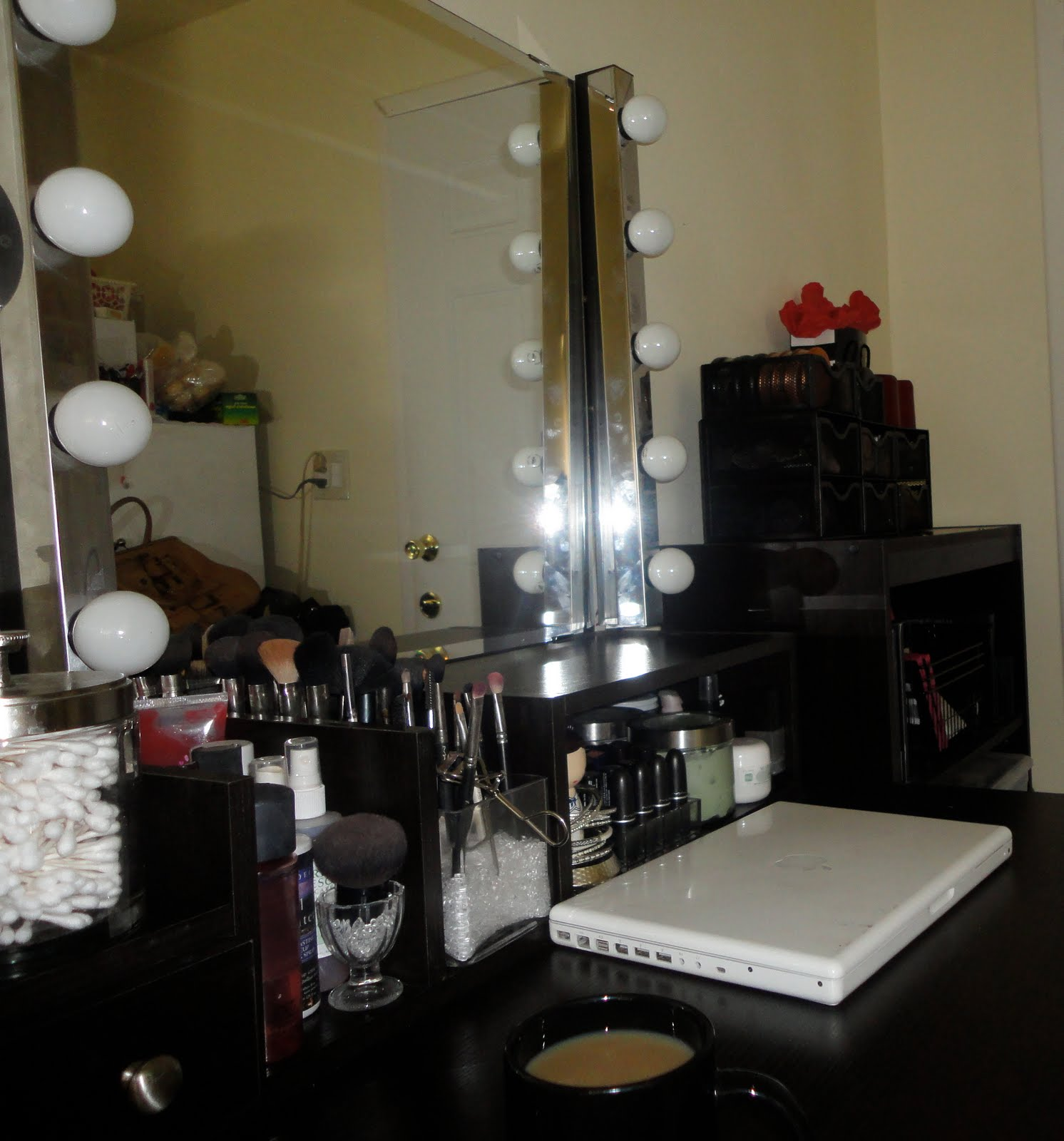 Homemade Vanity Mirror With Lights : prettythings.: DIY: my new vanity