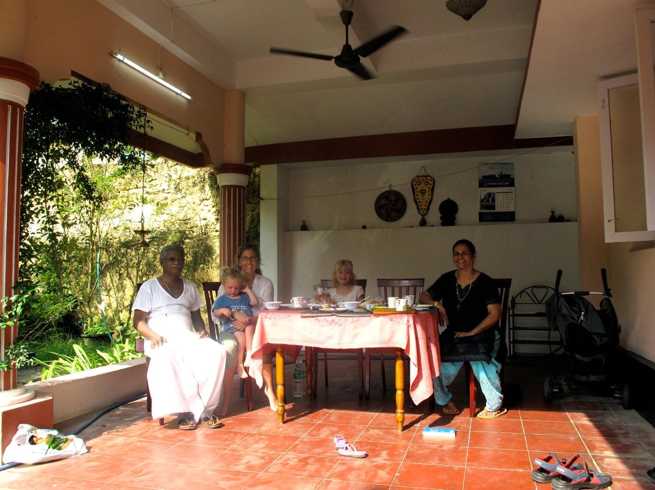 Gibt\'s da auch Pommes: Drei Blondinen entern Indien