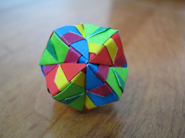 Steve and Megumi Biddle Essential Origami 12-unit sonobe ball mulit-color