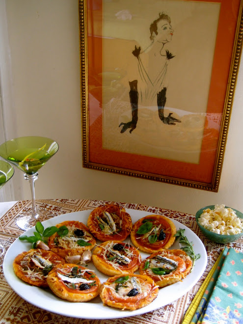 Yvette Guilbert by Toulouse-Lautrec, Anchovy Pizzas