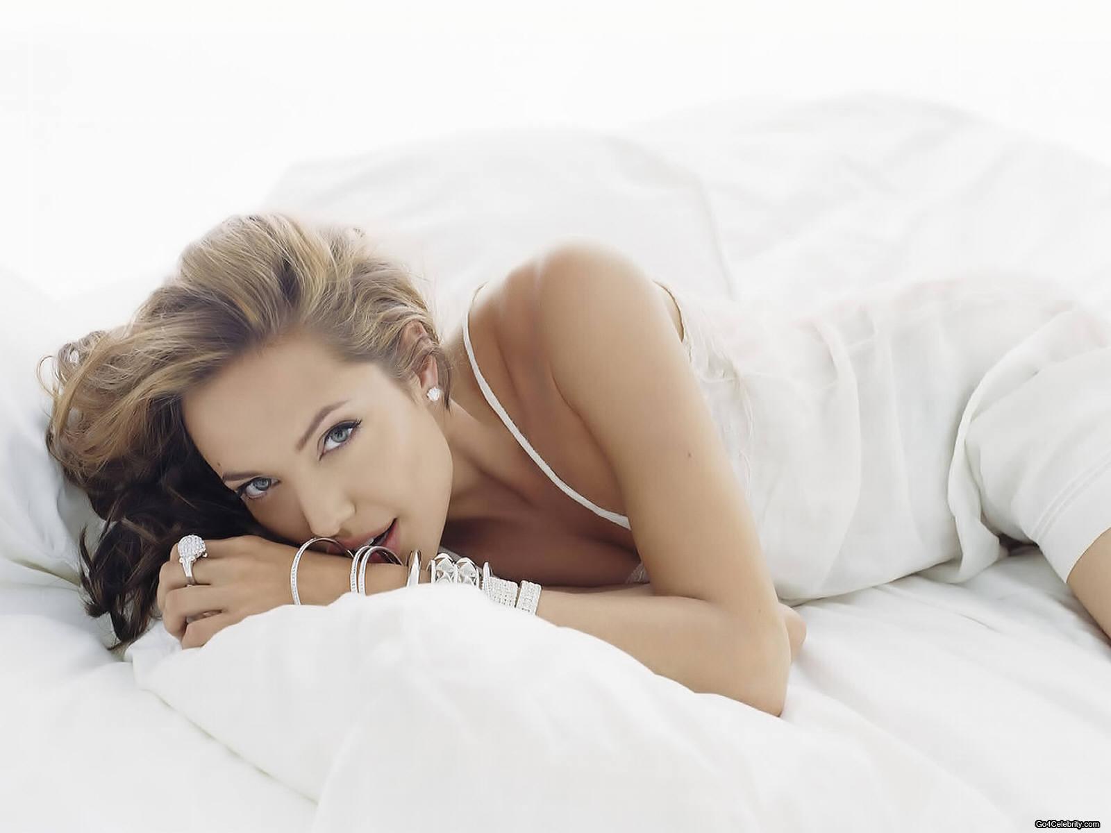 http://2.bp.blogspot.com/_dRwDJbOL9k4/SwrHIkxLwII/AAAAAAAABz0/ETYI_n4-iRA/s1600/Angelina-Jolie-107.jpg