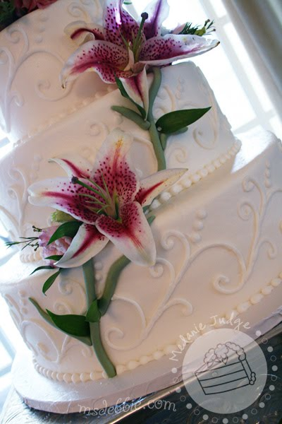 tiger lily buttercream wedding cake
