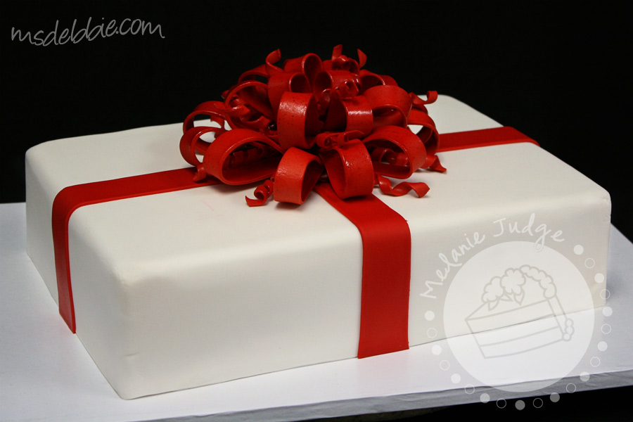 Cake walk quick and beautiful christmas cakes for Christmas cake gift