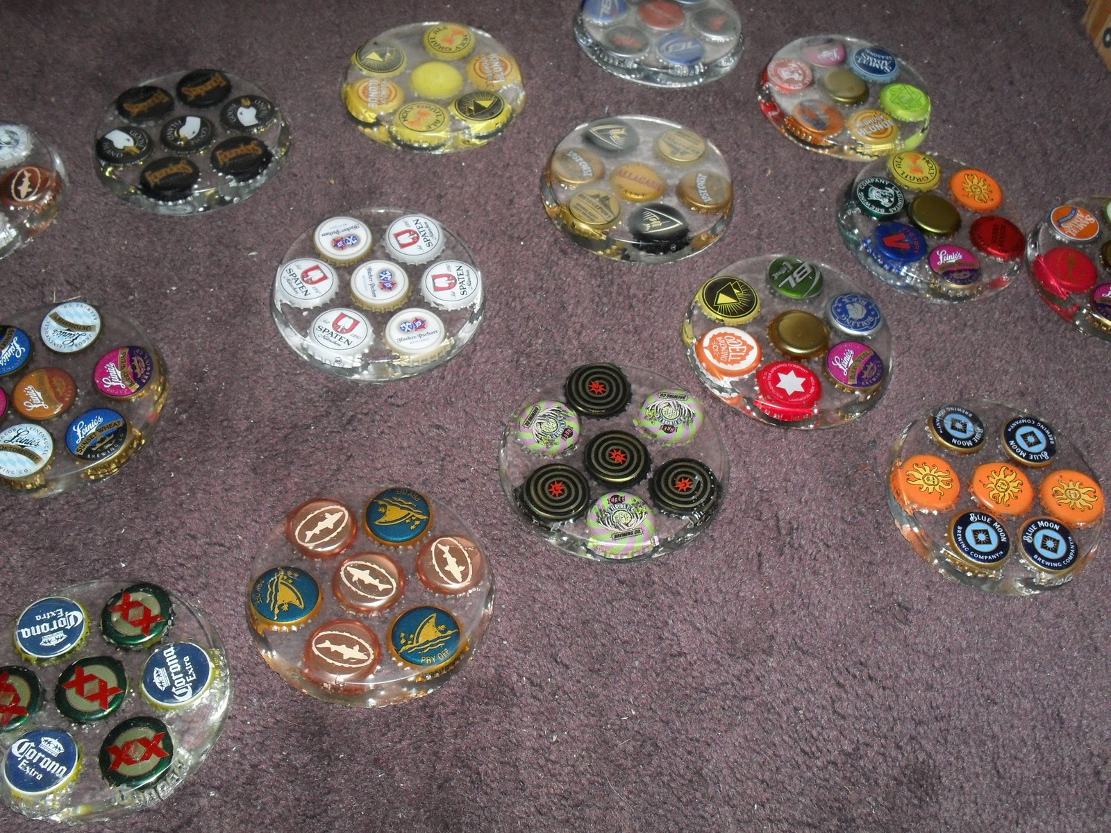 Theatre projects coasters for christmas for Beer bottle cap projects