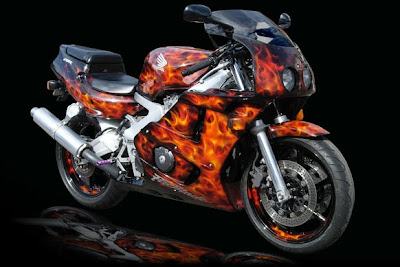 Airbrushed paintwork  on sport motorcycle