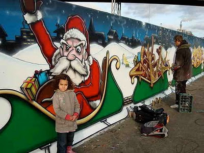 Santa Claus Graffiti Mural Designs 4