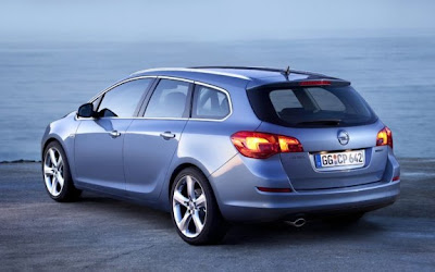 2011-Opel-Astra-Sports-Tourer-Back-Side