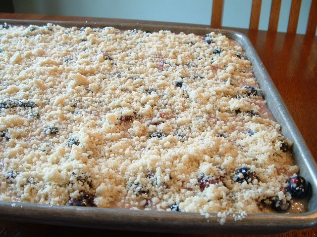 housewifery: Berry Cobbler Pie Bars