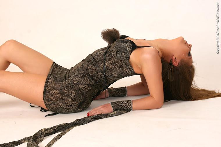 Rochie din matase naturala cu pene si laturi aplicate--Vanduta!