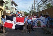 Moradores del Simón Bolívar marchan en demanda de que les construyan más planteles escolares