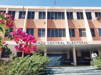 La Junta Central Electoral aprueba el voto referencial