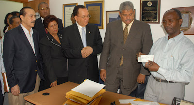 Maríñez declina candidatura a presidente del PRD, en favor de Vargas