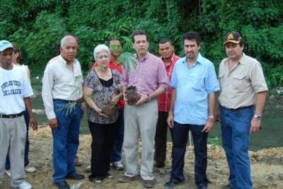 Medio Ambiente y ciudadanía rescatan márgenes cañada de Arroyo Hondo