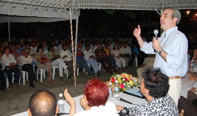 Luis Abinader sugiere posponer debate sobre la candidatura presidencial del 2012