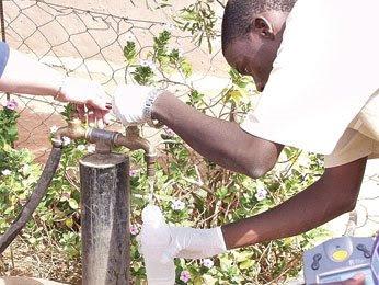 Ambientalista llama a conservar el agua y el suelo