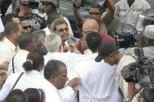 Médicos fueron dispersados por la PN con bombas lacrimógenas de la plazoleta La Trinitaria