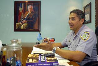 General en retiro denuncia que es víctima de asedio de la PN