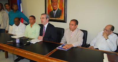 Luis Abinader propone coalición contra el crimen y mejora salarial de militares y policías