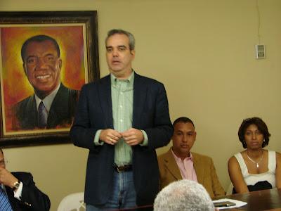 Luis Abinader presenta su equipo de Campaña SDE