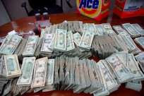 Aduanas confisca 821 mil dólares en Santiago y la capital