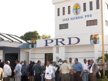 PRD entrega informe financiero a JCE