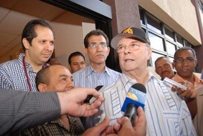 Hipólito propone firma pacto de unidad entre precandidatos del PRD