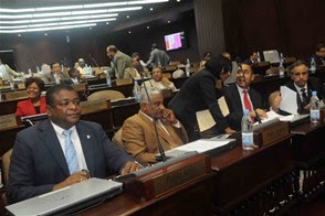 Diputados suspenden sesión por falta de quórum