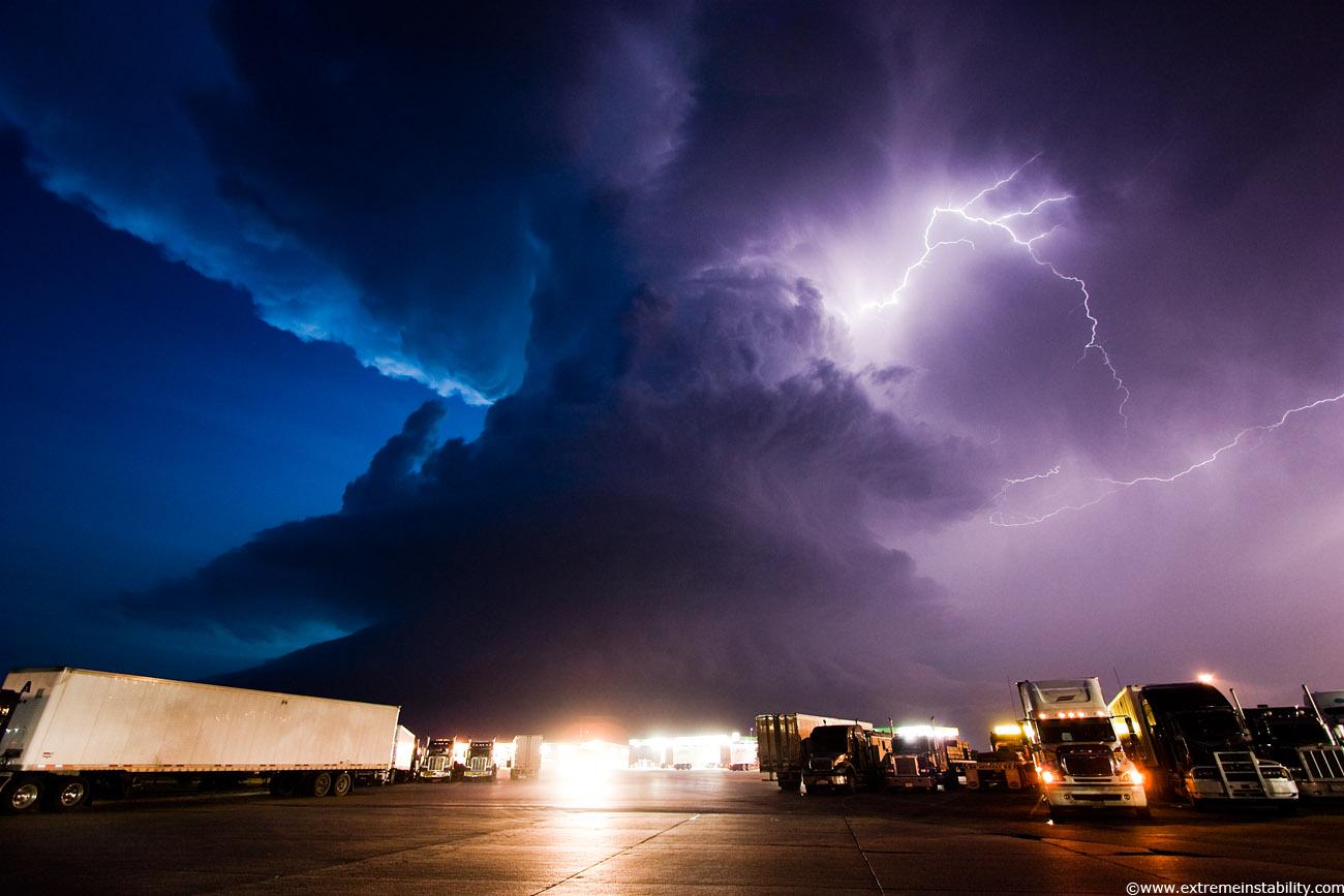 http://2.bp.blogspot.com/_dZt6QPJB-jM/S-2xElmw-3I/AAAAAAAABfw/KlWh6FFux5A/s1600/storm.jpg