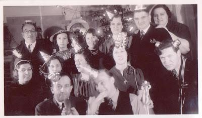 http://2.bp.blogspot.com/_da7Bb7l9eFk/TQ9yxNo8gcI/AAAAAAAAA5s/LlTrkiNaJik/s1600/New+Years+Eve+1939.jpg
