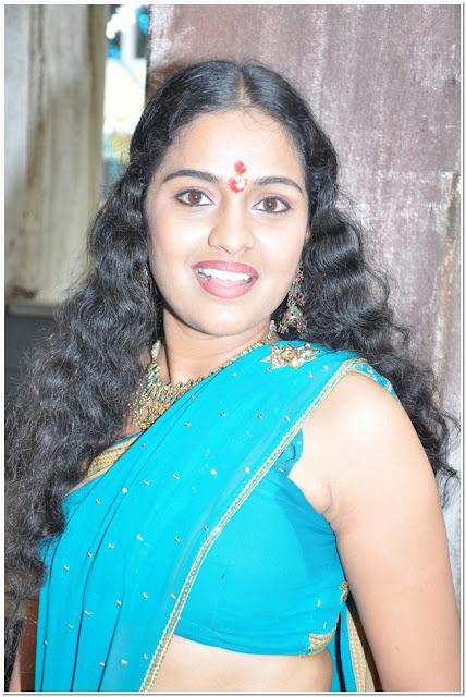 Telugu Actress Pooja Hot Navel Show Navel Queens