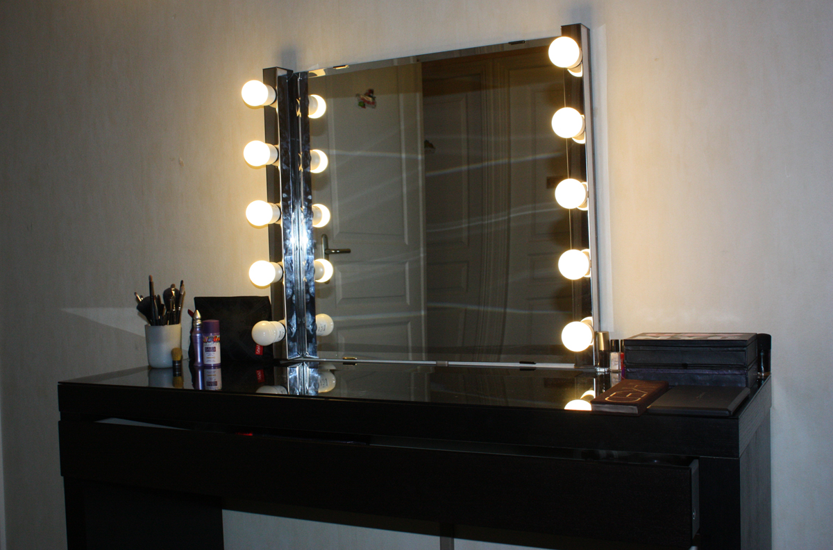 Mon boudoir makeup version 1 the girls next door for Miroir lumineux pour coiffeuse