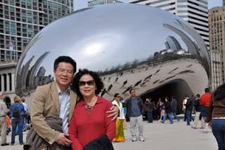 GS Ngô Bảo Châu và mẹ tại Chicago