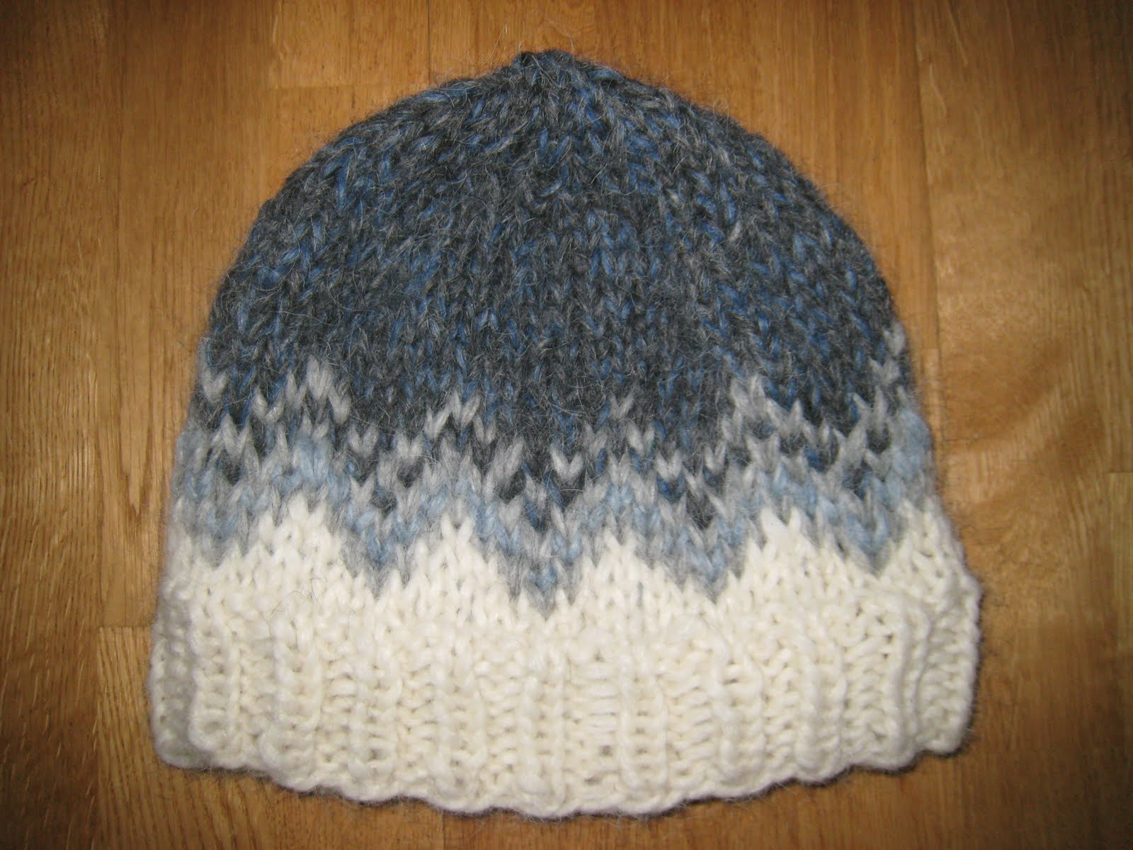 Knitting Pattern Icelandic Wool : Knit Icelandic: Alva was born 20th of December and I knitted a Icelandic hat