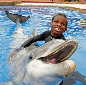 20020928 dolphin 10 Manusia yang Memiliki Kelebihan Paling Unik di Dunia