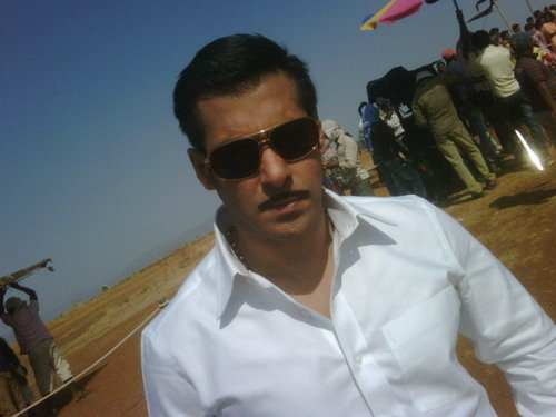 salman khan is back on silver screen with action movie Dabangg