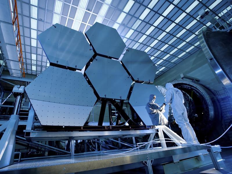 Space Shuttle Station  Moon  Mars  Solar Systems  Earth  UniverseBeryllium Space Shuttle