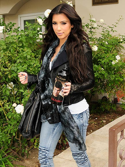 kim kardashian style. Kim Kardashian looking great