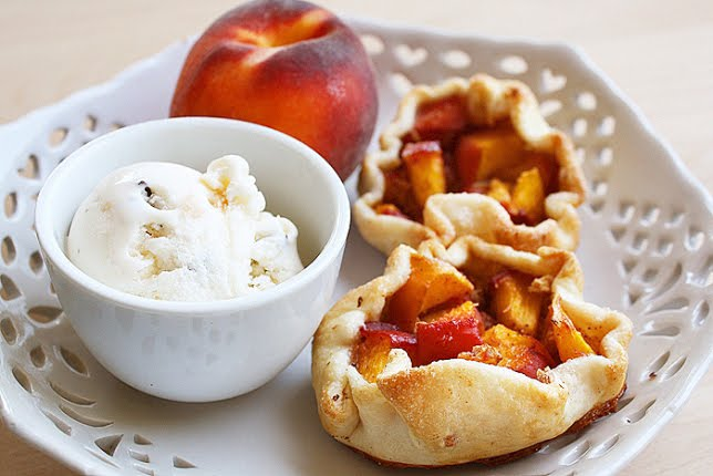 The Comfort of Cooking » Mini Peach Pies