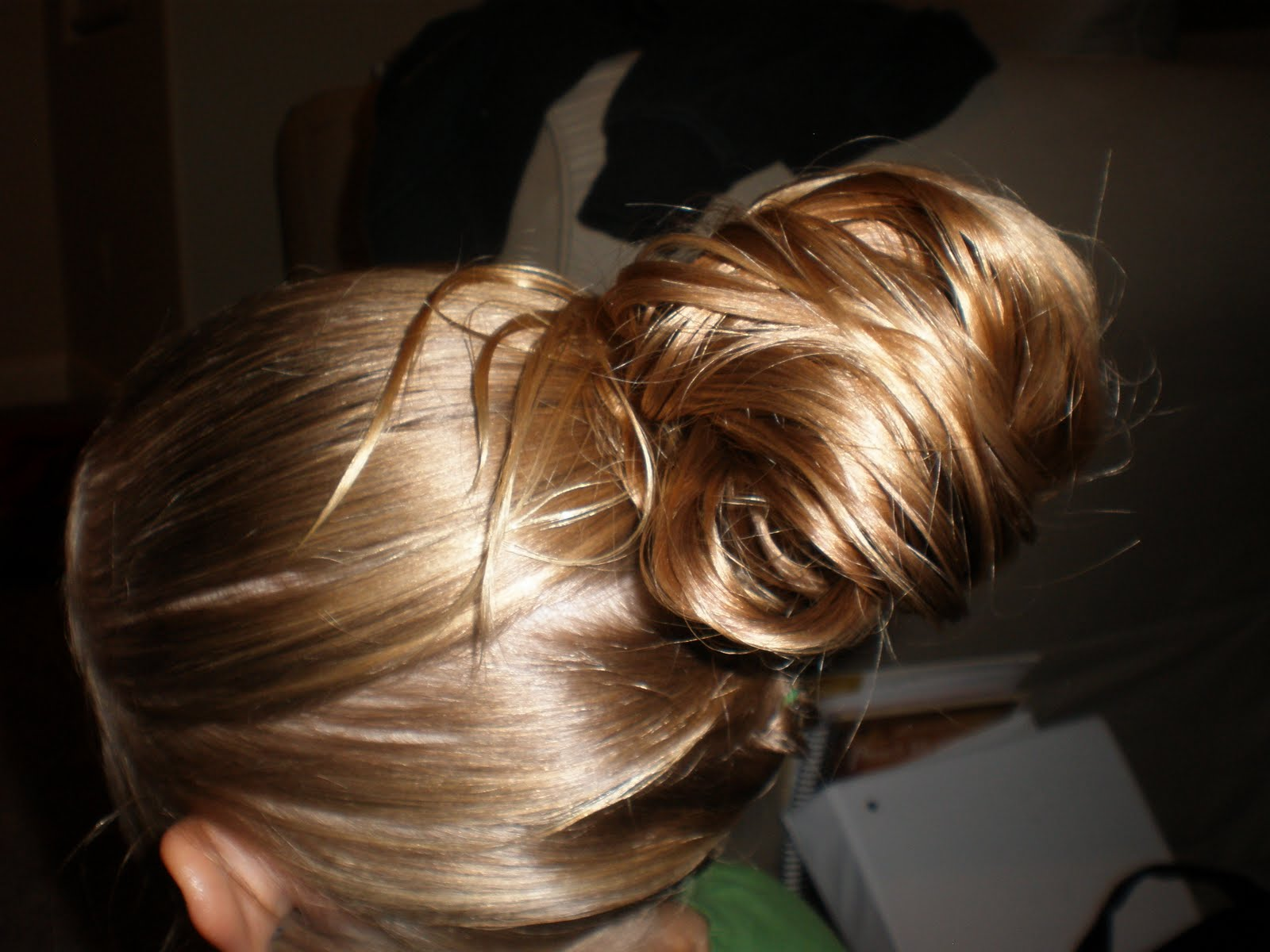 how to put thick hair in a messy bun