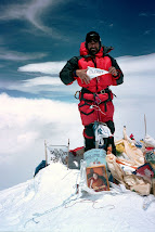 Hugues sur l'Everest 8 850 m le 17/05/2004